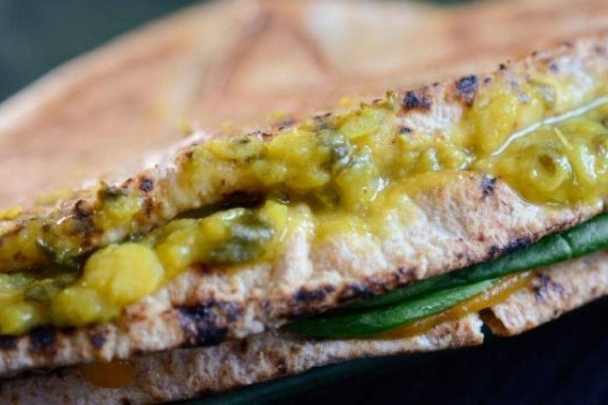 Tiffinday Crunch Wrap with Lentil Spinach Curry | Photography by Sanja Salem of OMAI Creative